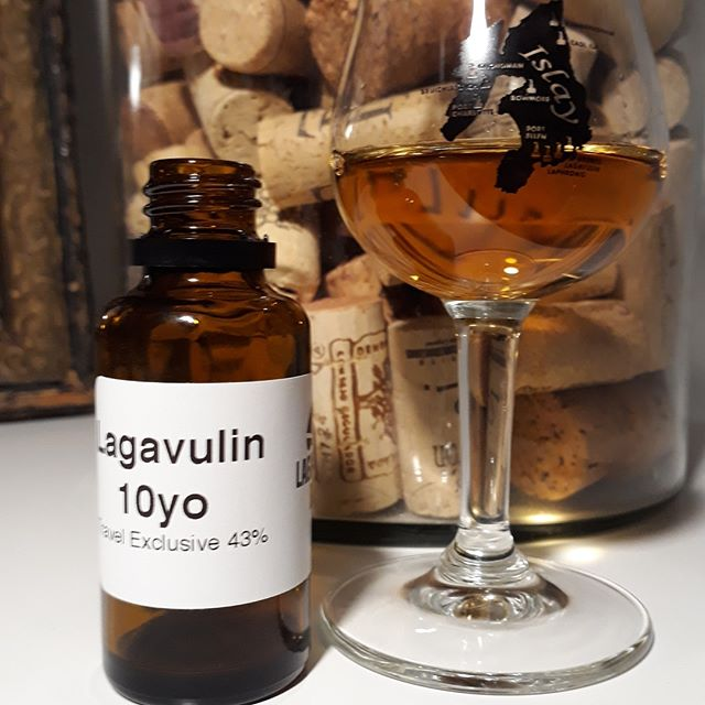 Lagavulin 10 y.o Travel Exclusive 43%